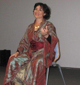 Deux rendez-vous sont fixés par le Festival du conte de Baden, en partenariat avec la commune de Ploeren. dans Nora Aceval Nora-conte-juillet-2012-IMG-126-281x300